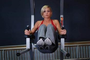 Подъёмы ног в упорах