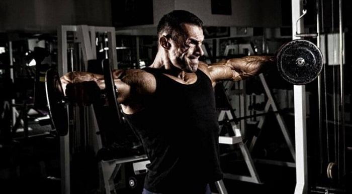 Разведения гантелей в стороны, тренировка плеч,