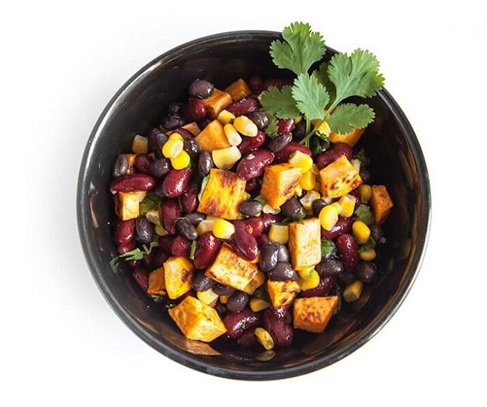 Салат с фасолью и сладким картофелем