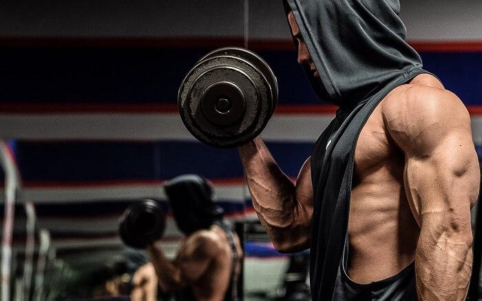 Как накачать руки: 5 тренировочных схем.