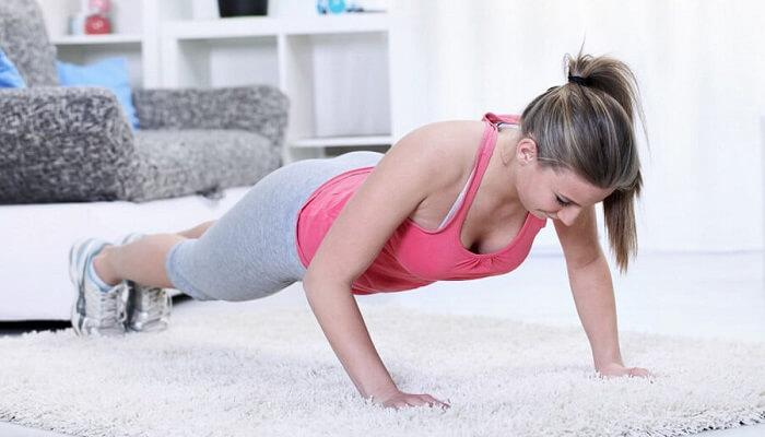 Тренировка для женщин в домашних условиях.