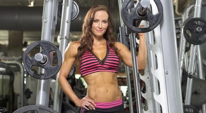 Тренировка ног и ягодиц от Эрин Стерн: 6 базовых упражнений в машине Смита.