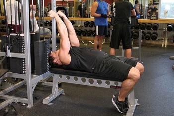 Сгибание рук на бицепс с верхнего блока лёжа – базовое, силовое упражнение, направленное на проработку двуглавой мышцы (бицепс)