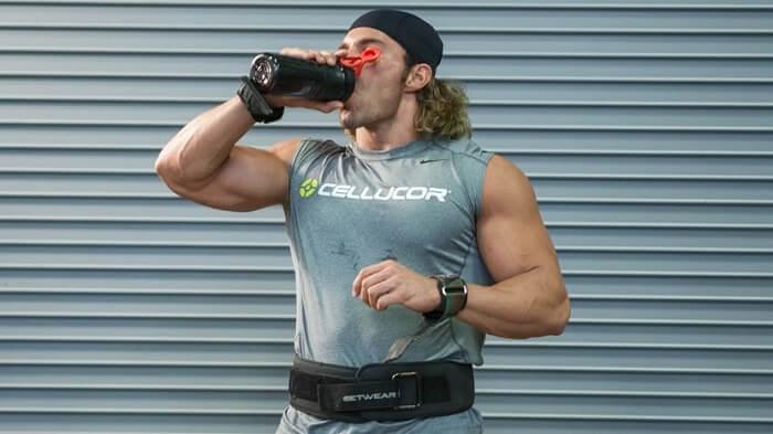 Выпить протеиновый напиток