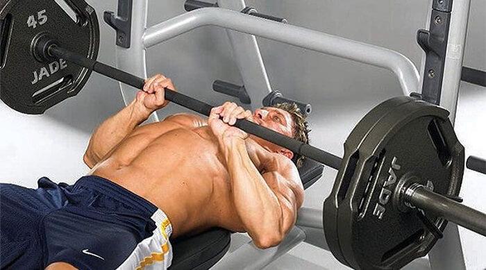 6 лучших тренировок трицепса для мужчин.
