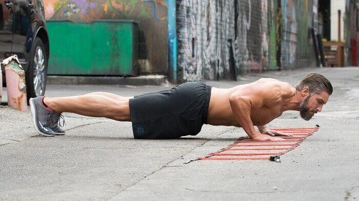 10 лучших упражнений с собственным весом для мышц кора.