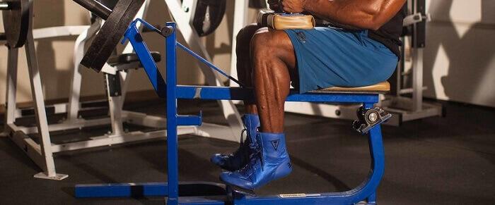 Подъёмы на носки сидя в тренажёре