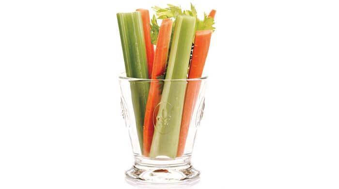 Чашка сырых овощей