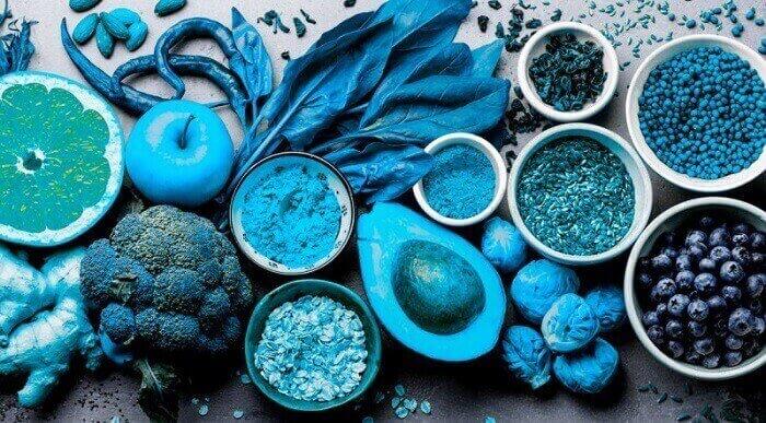 Продукты питания голубого цвета