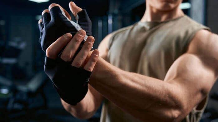 Мускулистая рука
