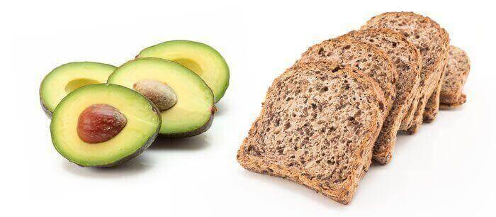 Авокадо и хлеб